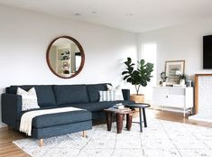 California casual living room with chaise sofa - design by Katie Monkhouse Interiors
