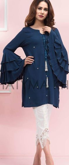 Sleeve Pakistani Dress Design, Pakistani Outfits, Indian Outfits, Stylish Dresses, Casual Dresses, Fashion Dresses, Moda India, Suits For Women, Clothes For Women