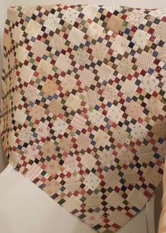 Nine patch set with alternating solid blocks. Easy way to make a single Irish chain quilt. Scrappy Quilts, Easy Quilts, Mini Quilts, Jellyroll Quilts, Antique Quilts, Vintage Quilts, Primitive Quilts, Quilting Projects, Quilting Designs
