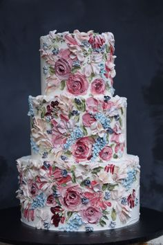Buttercream cakes are delicious and perfect for people who dislike fondant. Here is definitely a Buttercream Wedding Cake Tutorial that will enhance your Wedding Cake Centerpieces, Wedding Cakes, Wedding Cake Flowers, Wedding Table, Wedding Decorations, Pretty Cakes, Beautiful Cakes, Dragons Cake, Painted Wedding Cake