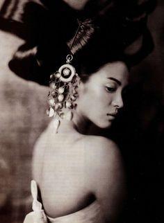 """photo de mode nor et blanc : """"Costume Dramas"""", Paolo Roversi pour Vogue, décembre 2005, style chinois"""