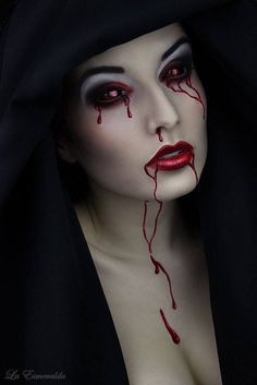when it comes to Halloween Makeup, here is the tutorial to create a Sexy Halloween Vampire Look for the Halloween party. the vampires of twilight saga, true blood or the fangs are great. Art Vampire, Vampire Look, Female Vampire, Vampire Fangs, Gothic Vampire, Vampire Girls, Goth Beauty, Dark Beauty, Arte Horror