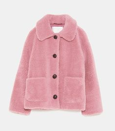 These are the items that we keep spotting all over London, from Zara, Mango, Topshop and more. Zara Fashion, Fashion Moda, Fashion Outfits, Woman Outfits, Womens Fashion, Coats For Women, Jackets For Women, Clothes For Women, Patagonia Vest Outfit