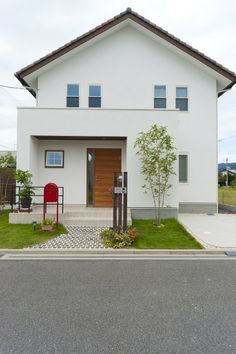 切妻屋根 | 建築事例 | 注文住宅 家 広島 工務店 オールハウス House Plans, Tiny House Inspiration, House Exterior, House Entrance, Thai House, Building A House, Japanese Modern House, Scandinavian Style Home, Weekend House