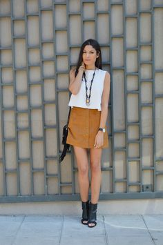 blog mode tendance été 2015 jupe en daim Fashion Books, Love Fashion, Spring Fashion, Suede Skirt, Leather Skirt, Jupe Short, Vetements Shoes, Outfit Of The Day, Spring Summer