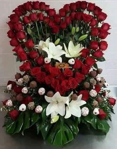 Foto Valentine Flower Arrangements, Funeral Floral Arrangements, Tropical Floral Arrangements, Unique Flower Arrangements, Beautiful Flowers Garden, Unique Flowers, Pretty Flowers, Cemetery Flowers, Beautiful Flowers Wallpapers