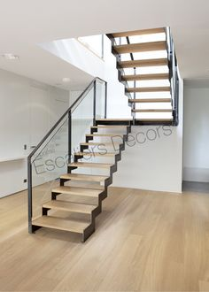 Risultati immagini per escalier double quart tournant avec palier Glass Stairs, Metal Stairs, Modern Stairs, Floating Stairs, Interior Stairs, Home Interior, Interior Design Living Room, Living Room Designs, Küchen Design