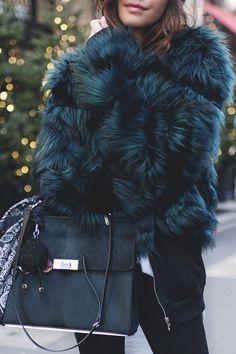 FLUFFY COAT - Les babioles de Zoé : blog mode et tendances, bons plans shopping, bijoux