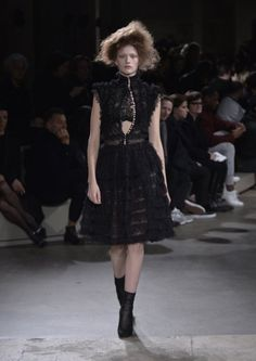 Alexander McQueen Fall/Winter 2015 | Galleries | FashionTV | fashiontv.com