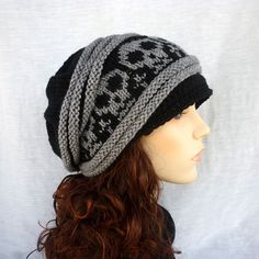 Hand knit Slouch hat with skulls in black and gray by NingNingGong from NingNingGong on Etsy. Saved to My Type of Style. Skull Hand, Pink Skull, Skull Fashion, Wrist Warmers, Mode Outfits, Skater Outfits, Visual Kei, Beanie Hats, Beanies