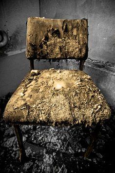 The Golden Chair by joaobambu