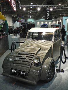 the 1939 Citroen TPV is the prototype for the 1948 was hidden from the… Vintage Cars, Antique Cars, Psa Peugeot Citroen, Citroen H Van, 2cv Sahara, 2cv6, Cabriolet, Small Cars, Car Car