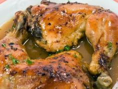 Receta de Pollo Horneado al Limón | Una rica receta de pollo horneado al limón con cebollitas y orégano. Se puede preparar un gravy con los jugos que solto el pollo al hornearse.
