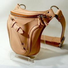 250TR、エストレヤ、W650、SR等カスタムショップ、ボートラップへようこそ! Leather Saddle Bags, Leather Tooling, Leather Purses, Hip Bag, Leather Projects, Small Bags, Leather Craft, Bag Making, Footwear