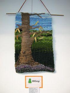 Wall hanging made on peg loom Rug Loom, Loom Weaving, Weaving Designs, Weaving Projects, Weaving Machine, Tapestry Loom, Loom Craft, Weaving Textiles, Tear
