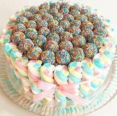Fofura de bolo com by ! Torta Candy, Candy Cakes, Cupcake Cakes, Drip Cakes, Occasion Cakes, Cute Cakes, Creative Cakes, Celebration Cakes, Let Them Eat Cake