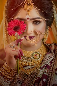 Terrific No Cost bengali Bridal Jewellery Suggestions By wedding rings as well as necklaces to help diamond earrings and pendants, here is a very few good Indian Bridal Photos, Indian Bridal Outfits, Indian Bridal Fashion, Indian Wedding Bride, Indian Wedding Jewelry, Bridal Jewellery, Bengali Wedding, Bengali Bridal Makeup, Bridal Makeup Looks