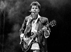 Stuart Adamson (2001), Scottish guitarist and singer (Big Country), self-strangulation after alcohol ingestion