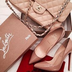 nude pump nude chanel bag- Nude classy pump shoes http://www.justtrendygirls.com/nude-classy-pump-shoes/