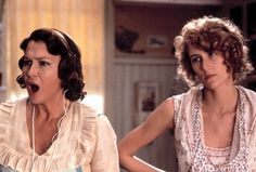 Pin for Later: The Moms and Kids Who Have Starred in Movies Together Diane Ladd and Laura Dern, Part 2 . . . And then a year later, in Rambling Rose, for which both actresses earned Oscar nominations (in different categories).