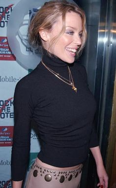 Kylie Minogue Fever, Kylie Minogue Hair, Dannii Minogue, Lovely Dresses, Beautiful Outfits, Beautiful Women, Kylie Minouge, Famous Musicals, Natalie Imbruglia