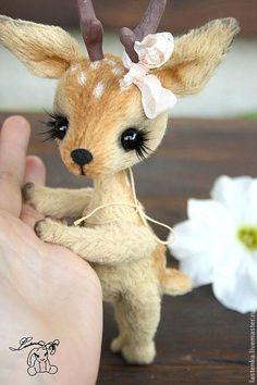 Little Fawn ~ Made from Viscose by Ukraine artist Eugene Krasnov Needle Felted Animals, Felt Animals, Wet Felting, Needle Felting, Cute Stuffed Animals, Cute Little Animals, Cute Toys, Felt Toys, Soft Sculpture