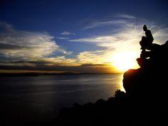 Chegamos hoje de uma visita de dois dias ao lago Titicaca. Ao meio-dia de ontem atracamos no norte da Ilha Taquile. A ilha impressiona logo pelo facto de a quase totalidade da sua área estar em socalcos, uma vez que existem desníveis consideráveis apesar de só ter um comprimento máximo de 5 km. Estes socalcos …
