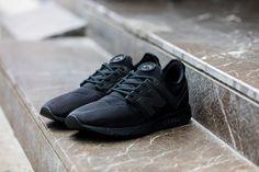 New Balance 247: Black