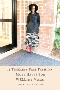 Fall reminds me to let go of the summer feels and dive into my closet for 15 timeless Fall fashion must haves for WELLthy Moms like myself. Classic Chic, Casual Chic Style, Mom Style Fall, Spring Fashion, Winter Fashion, Wife Mom Boss, Turtleneck T Shirt, Effortless Chic, African Fashion