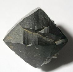 Ilvaite,  CaFe++2Fe+++Si2O7O(OH) , Laxey Mine, South Mountain District, Owyhee Co., Idaho, USA. Size  2.1 x 1.7 x 1.6 cm. Copyright © Rob Lavinsky & irocks.com