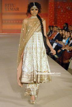 Indian Influence - Ritu Kumar anarkali: new trend of flapper/parallel salwar with anarkali Pakistani Couture, Indian Couture, Pakistani Dresses, Indian Dresses, Indian Outfits, Pakistani Bridal, Pakistan Fashion, India Fashion, Ethnic Fashion