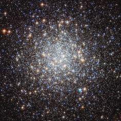 Hubble picture of Messier 9 shows hundreds of thousands of stars twice as old as our sun 25,000 light-years away. Wow.