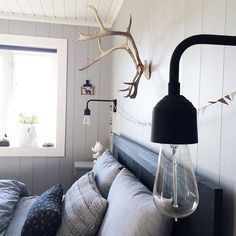 { soon there } #weekend #telemarkhytter Grand Lake, Winter Cabin, Rustic Cabin Decor, Lake Cottage, Cabin Fever, Beautiful Bedrooms, Cabins, Teak, Sconces