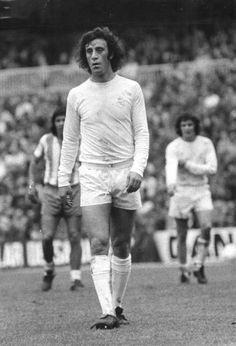 Vicente Del Bosque defendió el escudo del Real Madrid durante once temporadas (1973-1984). Sus cualidades técnicas facilitaron al equipo blanco a conseguir cinco títulos de Liga y cuatro títulos de Copa del Rey. Como internacional disputó 18 partidos y participó en la Eurocopa de Italia en 1980.