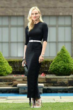 Top looks: las celebrities mejor vestidas. Diane Kruger, a su llegada a un evento de Jaeger Le-Coultre en Nueva York, con vestido midi negro de Alessandra Rich y pumps de Christian Louboutin.