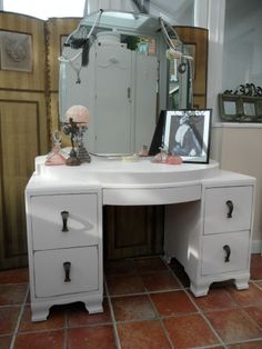 Beautiful Vintage painted Art Deco Dressing Table, Knee Hole Style, Shabby Chic.