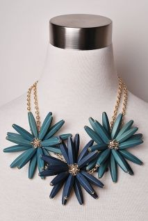 Bold necklace. Perfect for button up shirts.
