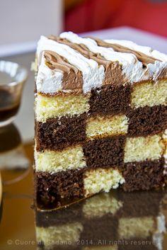 Come fare la Torta a Scacchi o Checkerboard Cake, una torta a strati golosa, facile da realizzare con semplici passaggi, basta seguire il tutorial.