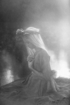 ethereal, black and white, fairy girl, flowers, veil Gothic, Ethereal Beauty, Conte, Ciel, Faeries, Pretty Pictures, Beautiful Images, Serenity, Flower Power