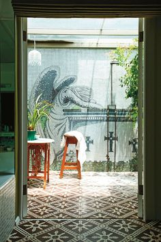 Outdoor Bathrooms 513199320016182774 - Cape Town's The Greenhouse takes its name and colour scheme – including a sea-green mosaic wall in the outdoor shower – from its Green Point neighbourhood Source by alisoncharlie Outdoor Baths, Outdoor Bathrooms, Outdoor Showers, Outdoor Spa, Indoor Outdoor, Places In Melbourne, Garden Shower, Cool Swimming Pools, Bathroom Design Inspiration