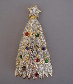 Swarovski Christmas tree brooch 1998 Nordstrom Z Antique Jewelry, Vintage Jewelry, Jeweled Christmas Trees, Swarovski Jewelry, Gold Jewellery, Jewlery, Jewelry Tree, Christmas Jewelry, Vintage Rhinestone