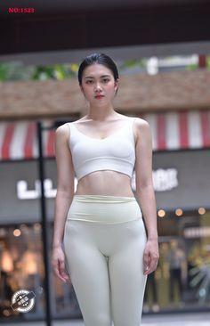 Mädchen In Leggings, Leggings Fashion, Girl Fashion, Womens Fashion, Female Fashion, Cute Cosplay, Beautiful Asian Women, Asian Woman, Sexy Women