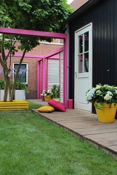 colorful outdoor space I love how bright and cheerful this is! Home And Garden, Garden Spaces, Outdoor Decor, Interior And Exterior, Garden Design, Outdoor Space, Outdoor Rooms, Garden Inspiration, Exterior