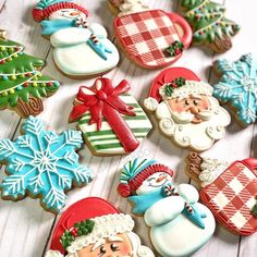 Happy Holidays from Kirkie Kookies! I hope you all had the most wonderful day full of love laughter and of course lots of yummy sweet treats! Cute Christmas Cookies, Christmas Cupcakes, Holiday Cookies, Christmas Treats, Christmas Baking, Sugar Cookie Icing, Royal Icing Cookies, Cupcake Cookies, Spice Cookies