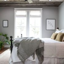 42 Top Tips Of White Bedding Master Bedroom Joanna Gaines 29 Bedding Master Bedroom, Farmhouse Master Bedroom, Home Bedroom, Bedroom Wall, Bedroom Ideas, Gray Bedroom, Master Bedrooms, Bedroom Designs, Farmhouse Style Bedding