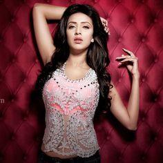 Most Beautiful Indian Actress, Beautiful Actresses, Independent Girls, Indian Wedding Photography Poses, Girls Dp Stylish, Indian Bridal, Indian Beauty, Bollywood Actress, Indian Actresses