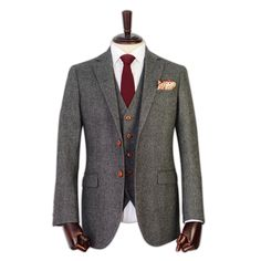 Handcrafted to the highest standard, Jennis & Warmann suits are essential for sophisticated British gentlemen everywhere and would befit a groom or a king 3 Piece Tweed Suit, Mens Tweed Suit, Tweed Suits, Mens Suits, Tweed Wedding Suits, Tweed Outfit, Modern Gentleman, Tailored Suits, Herringbone