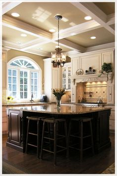 More ideas below: Modern Traditional Kitchen Design Ideas Small Traditional Kitchen Cabinets Rustic Traditional Kitchen Backsplash Remodel White Traditional Kitchen Table Decor Classic Warm Traditional Kitchen Style At Home, Home Design, Design Ideas, Design Inspiration, Design Set, Layout Design, Beautiful Kitchens, Beautiful Homes, Design Living Room
