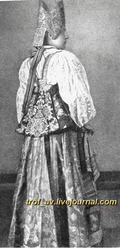 """oI< Женщина в кокошнике- """"златоглаве"""", начало 20 века"""