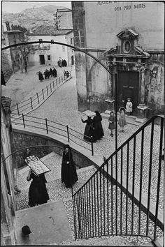 Henri Cartier Bresson - perfect composition?